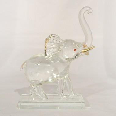 Elephant sur socle en verre