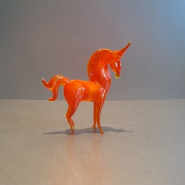 Licorne orange en verre
