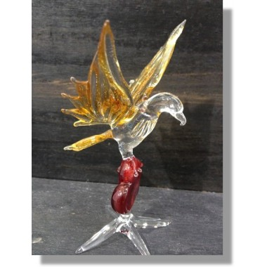 Aigle en verre avec un coeur rouge en verre