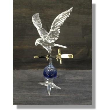 Aigle en verre avec une epée