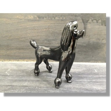 Caniche en verre noir