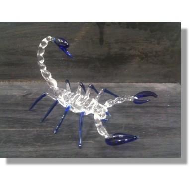 Scorpion en verre bleu transparent