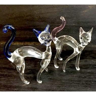 Chat courbé en verre
