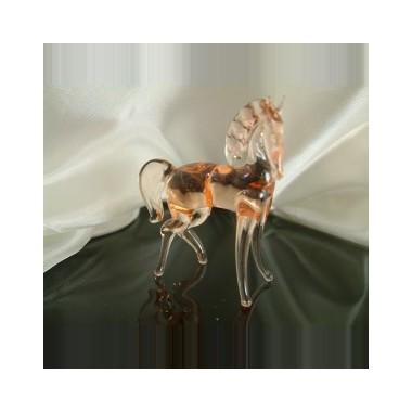 Cheval rosé en verre